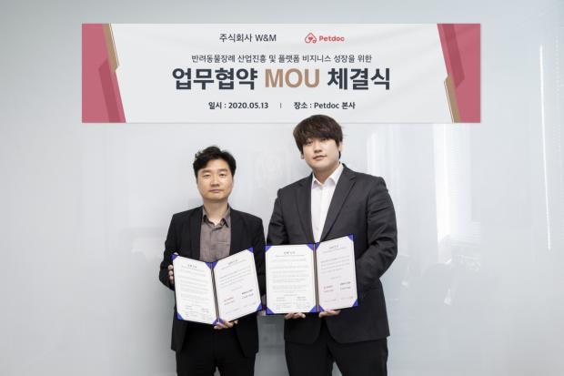 최승용(우)) 펫닥 대표와 최석환(좌) W&M 대표가 인도주의적인 반려동물 장레문화 조성을 위한 업무협약을 체결했다.