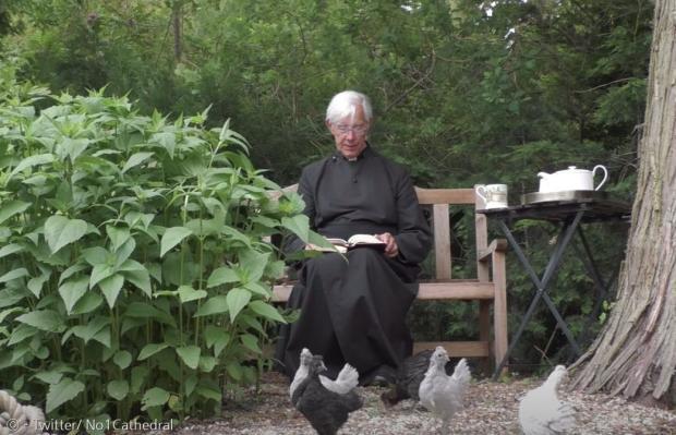 닭들도 윌리스 주임사제의 설교를 좋아한다.