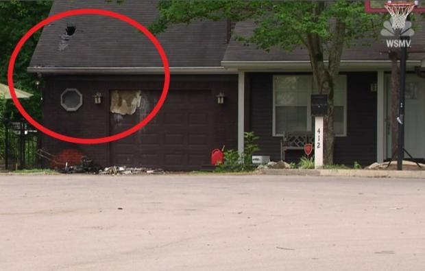 루의 경고 덕분에 불은 크게 번지지 못했다. 차고 일부와 지붕(빨간 원)이 불에 소실됐다. [출처: 미국 WSMV 방송 갈무리]