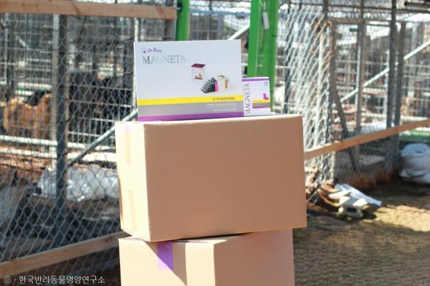 한국반려동물영양연구소에서 지난 16일 포천 애린원을 방문, 반려동물 영양제 마그네타 100박스를 후원했다.