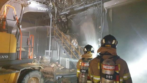 지난 25일 오후 오에스피 논산 공장에서 화재가 발생했다. 사진 논산소방서.